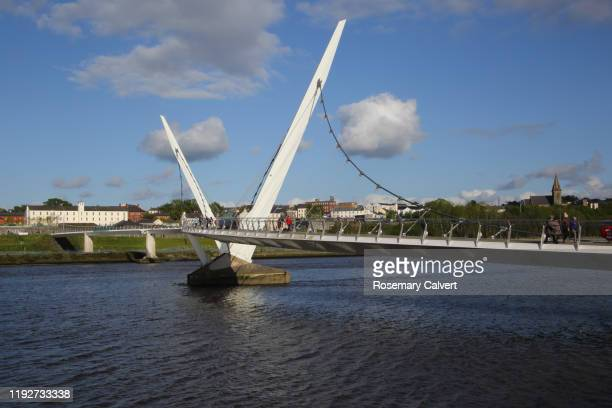 foyle river & peace bridge, derry (londonderry), n.ireland. - river foyle stock pictures, royalty-free photos & images