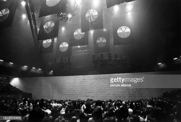 """Für das Mammut-Konzert der Rockgruppe Pink Floyd vom 13. Bis zum 20. Februar 1981, das auf Plakaten als angebliches """"Jahrhundert-Ereignis""""..."""