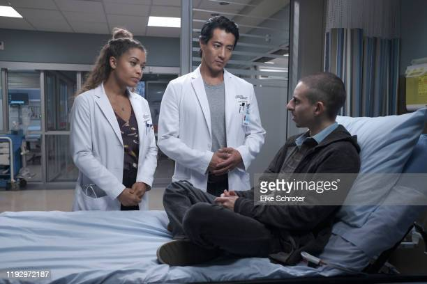 DOCTOR Fractured Following his father's death Shaun must deal with the effects his intimacy with Lea will have on his relationship with Carly...