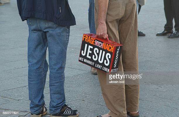 Frage mich nach Jesus Missionar auf dem Berliner Alexanderplatz