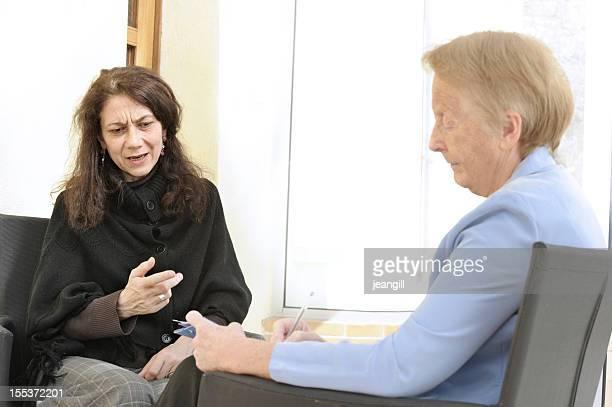 counselling セッションに敏感な女性 - 執行猶予 ストックフォトと画像
