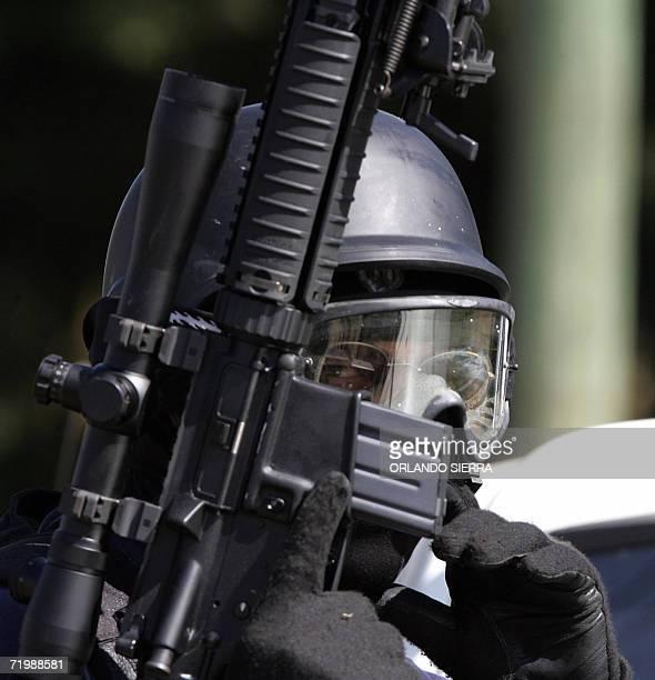 Un agente de la Policia Nacional Civil participa en los operativos de la Granja de Rehabilitacion Pavon en el municipio de Fraijanes 25 kms al este...