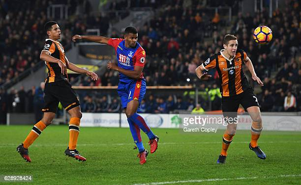 Fraizer Campbell of Crystal Palace scores their third goal during the Premier League match between Hull City and Crystal Palace at KCOM Stadium on...