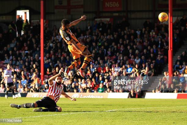 Fraizer Campbell of Hull City scores a goal to make it 01 during the Sky Bet Championship match between Brentford and Hull City at Griffin Park on...