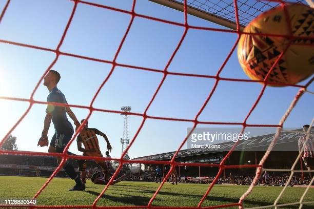 Fraizer Campbell of Hull City scores a goal to make it 0-1 during the Sky Bet Championship match between Brentford and Hull City at Griffin Park on...