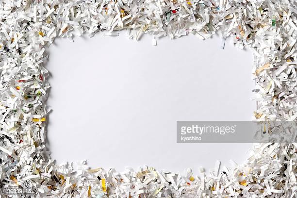 フレームのシュレデッド紙の背景に白色