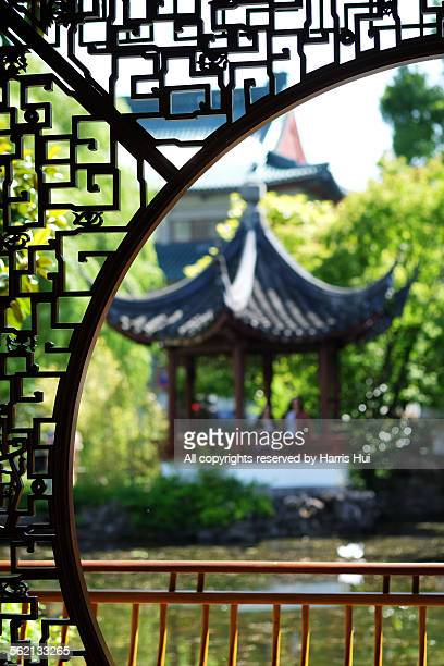 framed pavilion - dr sun yat sen garden xt2300 - chinatown stock pictures, royalty-free photos & images
