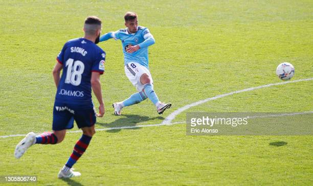 Fran Beltran of Celta Vigo scores their sides fourth goal during the La Liga Santander match between SD Huesca and RC Celta at Estadio El Alcoraz on...