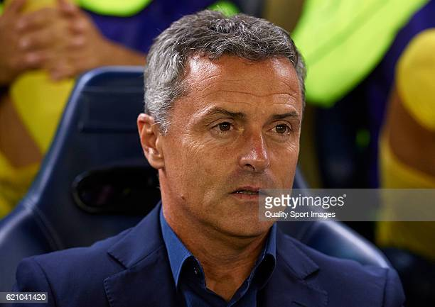 Fran Escriba Manager of Villarreal of Villarreal looks on prior to the UEFA Europa League Group L match between Villarreal CF and Osmanlispor at El...