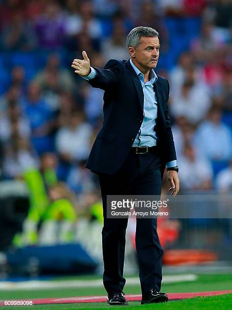 Fran Escriba of Villarreal CF gives instructions during the La Liga match between Real Madrid CF and Villarreal CF at Santiago Bernabeu stadium on...