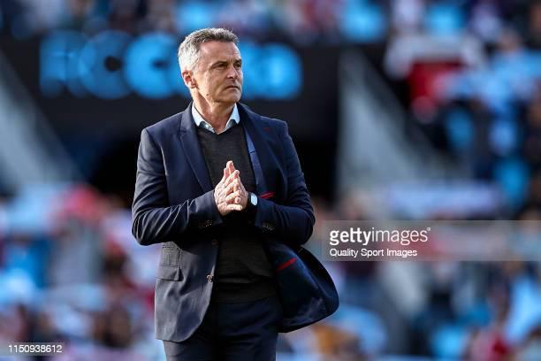 Fran Escriba the manager of Celta de Vigo looks on prior to the La Liga match between RC Celta de Vigo and Rayo Vallecano de Madrid at Abanca...