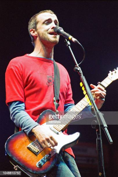 Fran Healy lead vocalist with Travis seen here performing on the pyramid stage at Glastonbury, 24th June 2000.