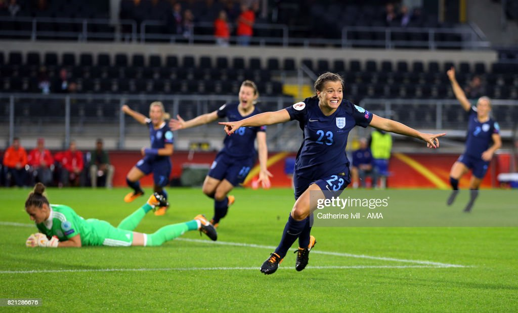 England v Spain - UEFA Women's Euro 2017: Group D : Photo d'actualité