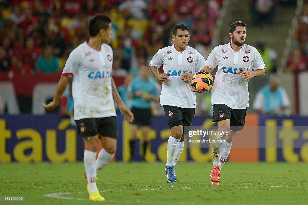 Flamengo v Atletico Paranaense - Brazilian Series A 2013