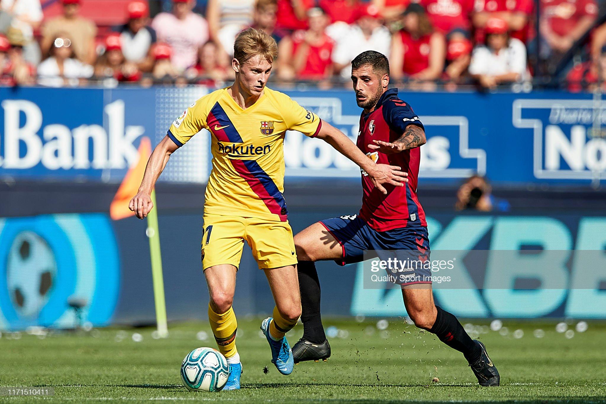 صور مباراة : أوساسونا - برشلونة 2-2 ( 31-08-2019 )  Fran-merida-of-ca-osasuna-competes-for-the-ball-with-antoine-of-fc-picture-id1171510411?s=2048x2048