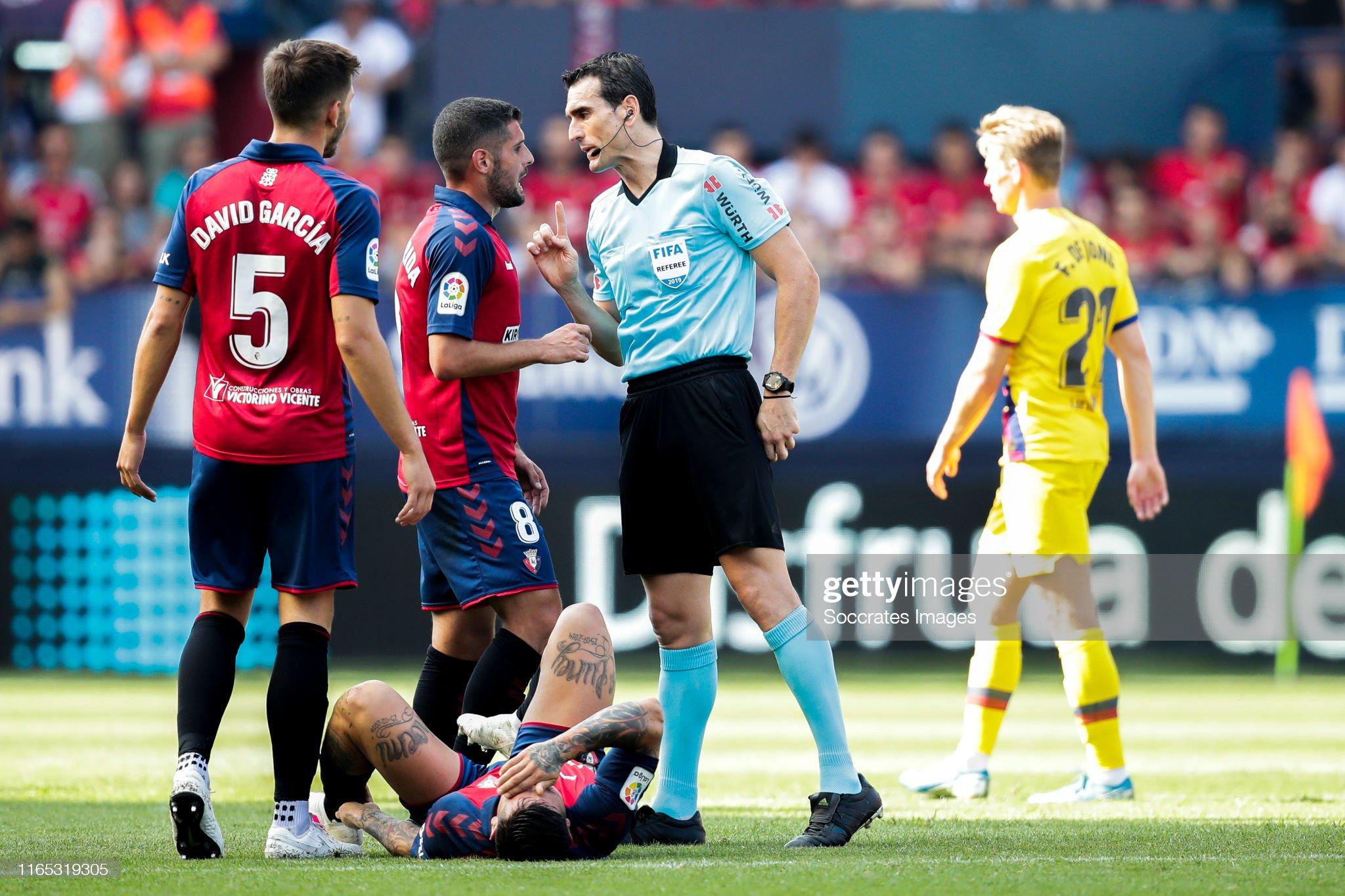 صور مباراة : أوساسونا - برشلونة 2-2 ( 31-08-2019 )  Fran-merida-of-ca-osasuna-referee-martinez-munuera-during-the-la-liga-picture-id1165319305?s=2048x2048
