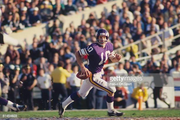 Fran Tarkenton quarterback for the Minnesota Vikings scrambles during Super Bowl XI against the Oakland Raiders at the Rose Bowl on January 9, 1977...