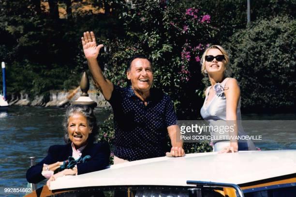 Franca Faldini, Alberto Sordi et Valeria Marini au 55ème Festival de Venise pour la présentation du film 'Incontri proibiti' d'Alberto Sordi le 7...