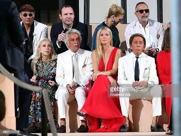 Franca Sozzani Giancarlo Giammetti Gwyneth Paltrow and Valentino Garavani attend the Valentinos 'Mirabilia Romae' haute couture collection...