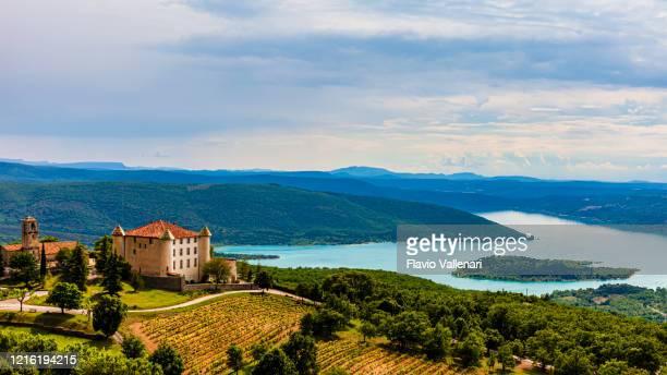 frança, aiguines e lago de sainte-croix - provence alpes côte d'azur - fotografias e filmes do acervo