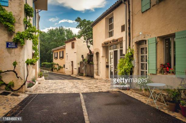 france, aix-en-provence, vauvenargues, - village stock pictures, royalty-free photos & images