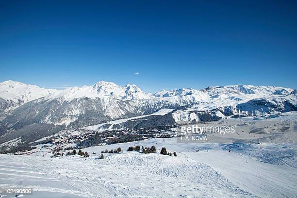 france, alps, ski slope in courchevel - courchevel photos et images de collection