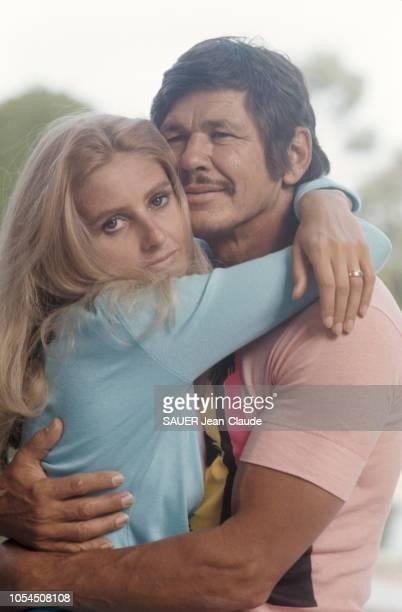 France août 1970 Charles BRONSON son épouse Jill IRELAND et leurs enfants respectifs se sont installés dans le château de SainteAnne le plus cher de...