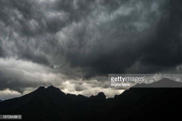 france, ariege, approach of the storm  near guzet - アリエージュ ストックフォトと画像