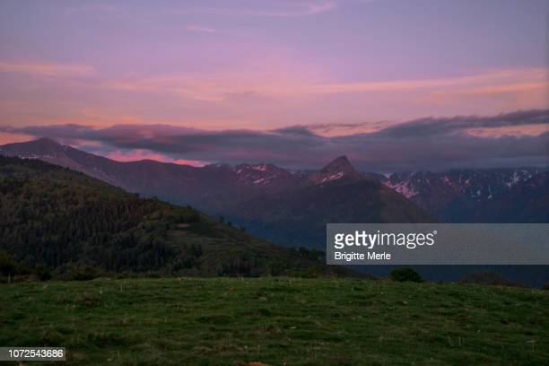 france, ariege view over dent d'orlu from signal de chioula at sunset - アリエージュ ストックフォトと画像