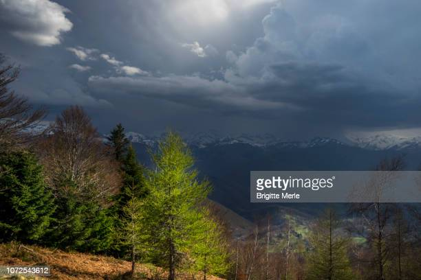 france, ariege, view over pyrenees mountains from col de la crouzette, thunderstorm - アリエージュ ストックフォトと画像