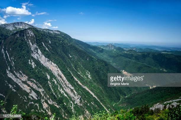 france, aude, from pas de l'ours belvedere, frau gorges and mountains - frau photos et images de collection