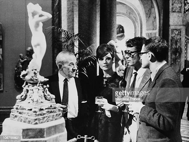 France Audrey Hepburn Peter O Toole And William Wyler During A Cocktail November 30Th 1965