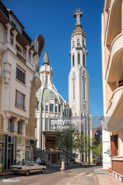 france, auvergne, vichy, at the heart of vichy, the art deco saint-blaise church built between 1925 and 1937 - vichy stock photos and pictures