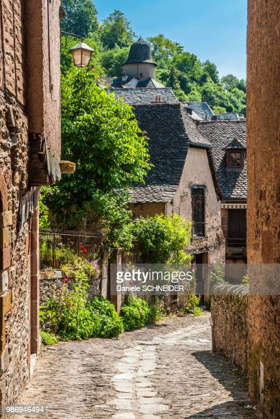 """france, aveyron, conques (labelled """"most beautiful village in france"""") - aveyron stock pictures, royalty-free photos & images"""