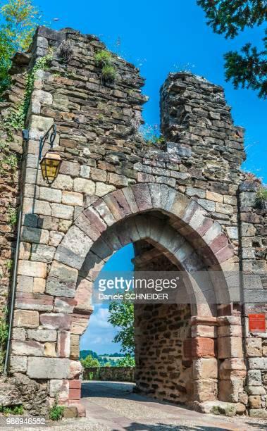 """france, aveyron, najac, port de la pique (labelled """"most beautiful village in france"""") - aveyron photos et images de collection"""