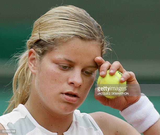Belgium Kim Clijsters reacts after loosing against US Lindsay Davenport after their fourth round match of the tennis French Open at Roland Garros 29...