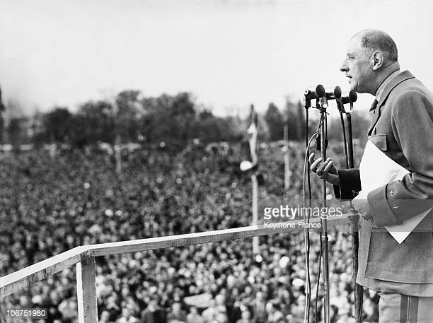 France Bois De Boulogne Le General De Gaulle Speaking To The Crowd On 1St Of May 1951