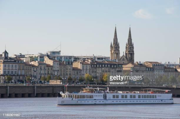france, bordeaux, cruise ship before the skyline of bordeaux - paquebot france photos et images de collection