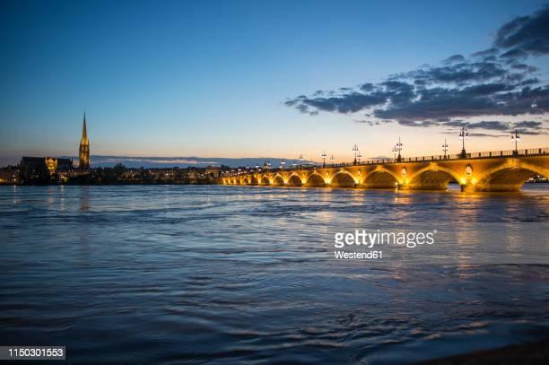 france, bordeaux, historic bridge pont de pierre over the garonne river at sunset - ボルドー ストックフォトと画像