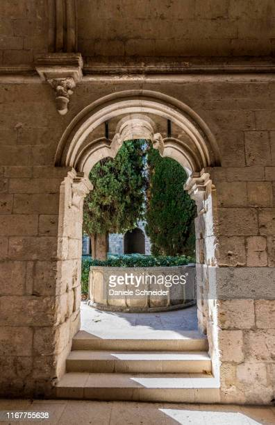 france, bouches-du-rhone, cistercian abbey of silvacane, cloister (13th-14th century) - cloister stock pictures, royalty-free photos & images