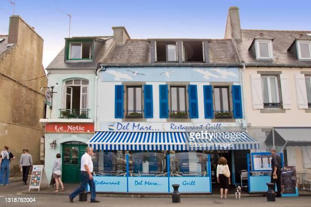 France, Bretagne, Camaret sur Mer, Quai Gustave Toudouze, Traditional restaurant.