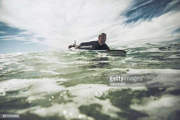 france, bretagne, camaret sur mer, teenage boy surfing at atlantic coast - camaret sur mer photos et images de collection