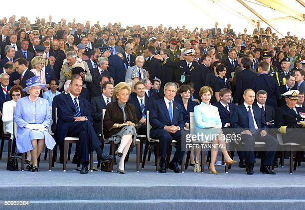 British Queen Elizabeth II French President Jacques Chirac his wife Bernadette US President George W Bush and his wife Laura attend 06 June 2004 in...