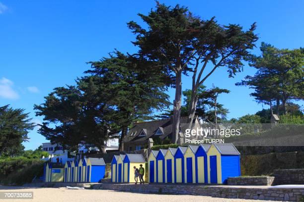 france, brittany. ile aux moines. le lerio. beach huts - golfe du morbihan photos et images de collection