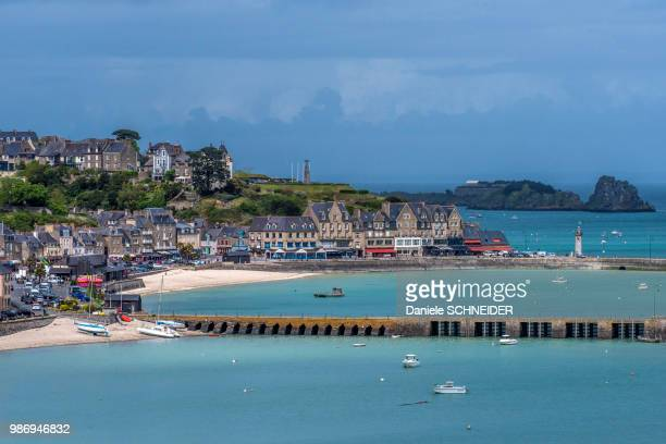 France, Brittany, Ille-et-Vilaine, Cote d'Emeraude, seaside in Cancale