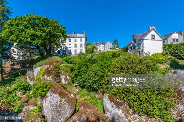 france, brittany, monts d'arree, huelgoat fores, houses near the chaos de huelgoat - forens stock pictures, royalty-free photos & images