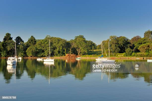 france, brittany, morbihan, boats on river auray, gulf of morbihan - golfe du morbihan photos et images de collection