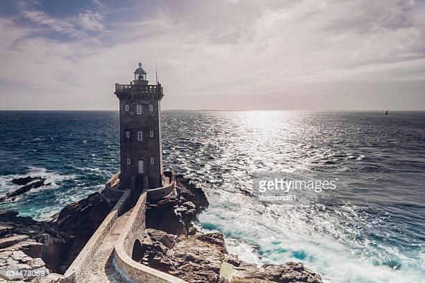 france, brittany, pointe de kermorvan, le conquet, lighthouse phare de kermorvan - bretagne photos et images de collection