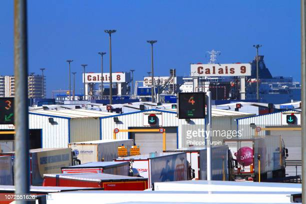 france, calais, trucks inspection - brexit stock-fotos und bilder