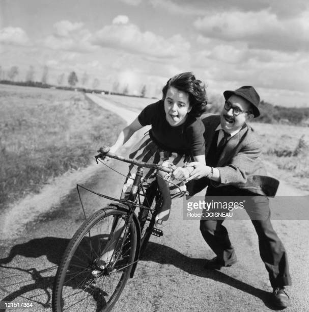 France Cars Cycles And Motorbikes Bicycle Difficult Training In The Fifties